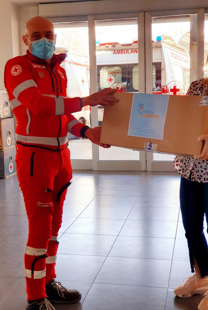 Donazione agli operatori della Croce Rossa Italiana